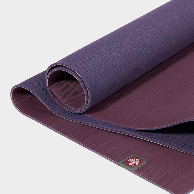 Yogamåtte i naturgummi - bæredygtig og slidstærk